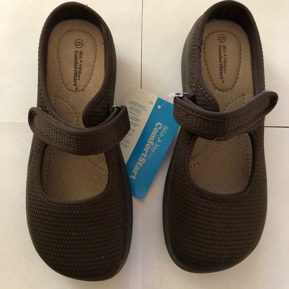 Nwt White Stag Brown Mary Janes Size 6